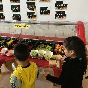 Children select items from a salad bar at school